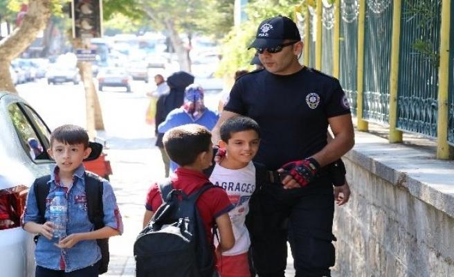 Polisten okul çevresi uygulaması