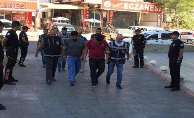 Amcalarını bıçaklayan 2 yeğen tutuklandı!
