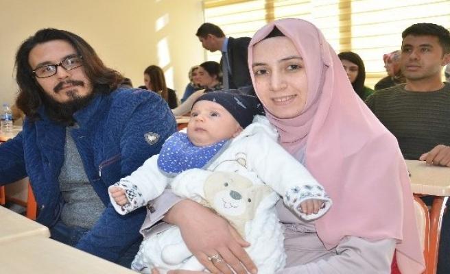 3 aylık bebeğiyle Girişimcilik Kursu'na geldi