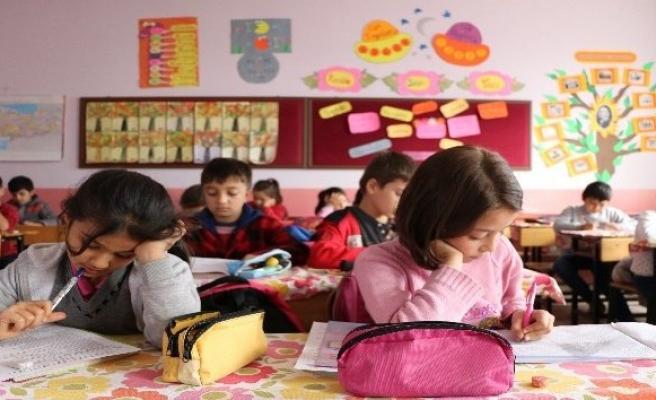 Bu okulda sınavlar öğretmensiz yapılıyor