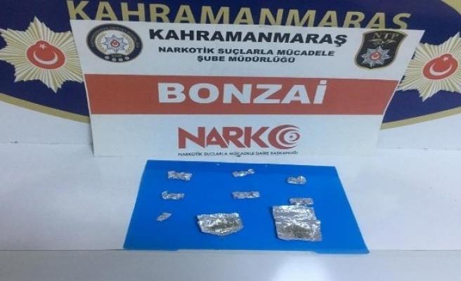 Uyuşturucu satarken suçüstü yakalandı
