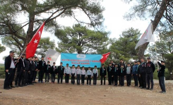 İzciler, Aliya İzzetbegoviç'i anma kampı düzenledi