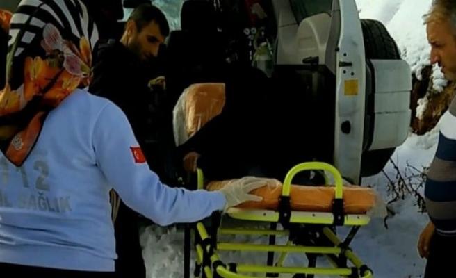 Yaşlı adamın imdadına paletli ambulans yetişti