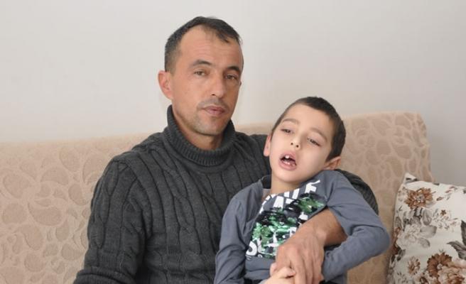 Kahramanmaraş'ta bu hastalık minik Metehan'ın belini büktü
