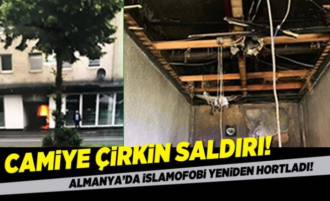 Almanya'da islamofobi yeniden hortladı! Camiye çirkin saldırı!