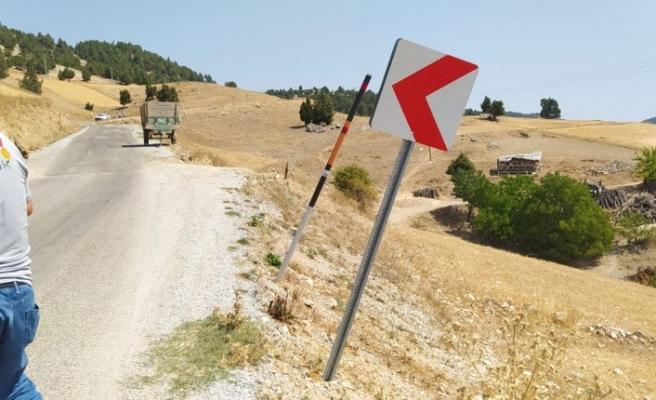 Trafik Levhalarının onarımını KMBB yapıyor