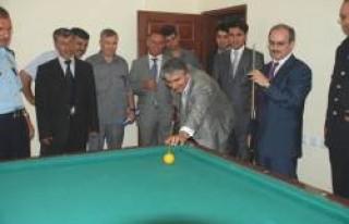 Milletvekili ve Vali'nin bilardo maçı