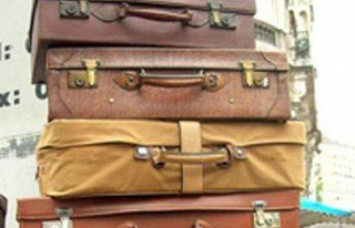 18 bavulla giderken çocuklarını havaalanında unuttu...
