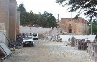 Eshab-ı Kehf' de restorasyon sürüyor