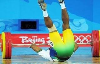 Kafasına halter düştü!