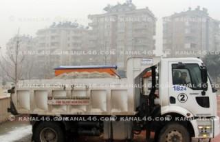 Kahramanmaraş'a mevsimin ilk karı yağıyor