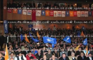 AK Parti adayları sahneye çıktı
