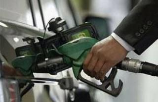 Benzin 9 kuruş inip 7 kuruş zamlandı