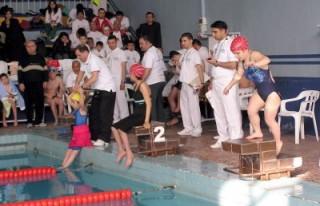 Bedensel engelli yüzücülerin büyük başarısı