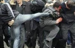 Kırgızistan'da isyan: 100 ölü!