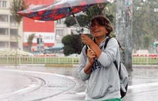 Kent merkezine mevsimin ilk yağmuru düştü...