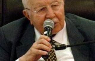 84 yaşındaki Erbakan Saadet'in başında...