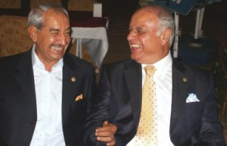 Prof. Dr. Sağlam ile Pakdil'in içtikleri su ayrı...