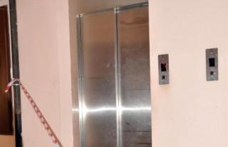 Asansör boşluğuna düşen kadın öldü!..