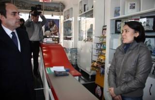 Ünal, çarşı-pazar gezerek vatandaşlarla görüştü…