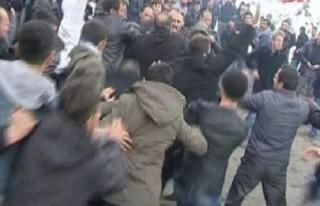 Uludere Kaymakamı bir grubun saldırısına uğradı!