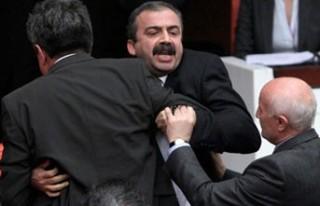 MECLİS: Sırrı Süreyya, Metiner'i dövecekti..