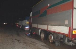 Göksun'daki yoğun kar karayolunu ulaşıma kapattı!