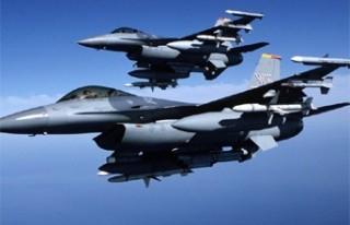 FLAŞ: Savaş uçakları havada çarpıştı!