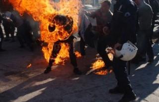 Eylem yapan pazarcı kendini yaktı!..