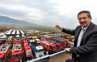 Başkan Poyraz araçlarla hatıra fotoğrafı çektirdi..