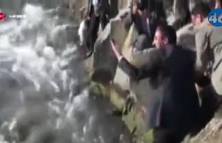 Bakanın eliyle balık yakalama anları.. İZLE