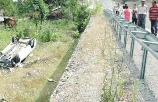 Andırın'da otomobil devrildi: 3 yaralı..