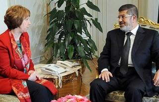 AB Temsilcisi Ashton Mursi ile görüştü
