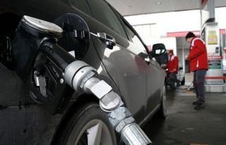 Benzinin litre fiyatı 10 kuruş arttı