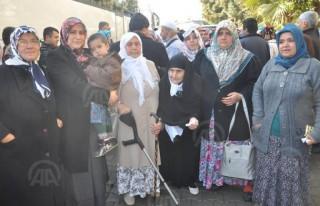 Türkoğlu'nda umre kafilesi dualarla uğurlandı