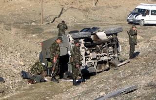 Askeri araç kaza yaptı: 3 şehit, 18 yaralı