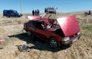 Otomobil devrildi: 1 ölü, 1 yaralı
