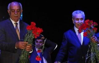 Başbakan Yardımcısı Arınç Konserli Mitinge Katıldı