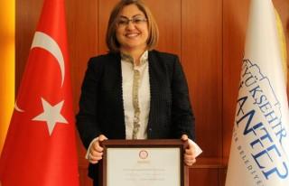 Fatma Şahin, mazbatasını alıp görevi devir aldı