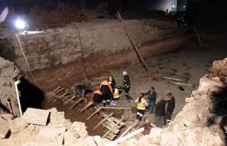 Temel kazısında 2 işçi toprak altında kaldı