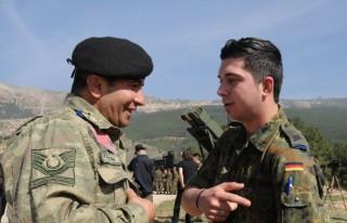 Patriot birliğinin Türk kökenli askerleri
