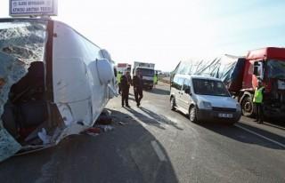 Kayseri'de zincirleme trafik kazası: 27 yaralı