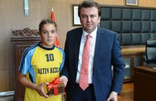 """""""Altın Kızlar"""" Başkan Erkoç'u ziyaret etti"""