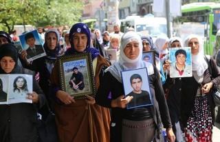 Çocukları kaçırılan anneler belediyeye yürüdü