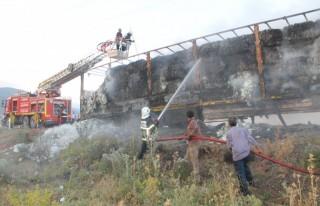 Yardım tırında başlayan yangın araziye yayıldı