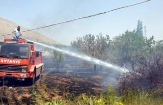 Elbistan'da meyve bahçesinde yangın çıktı