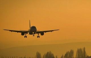 Pakistan'da iniş yapan uçağa ateş açıldı