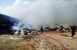 Çiftlik deposundaki telefler yandı!