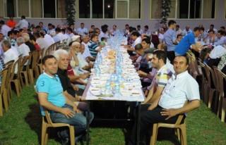 AK Parti Türkoğlu ilçesinde iftar verdi