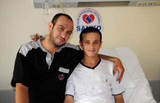 Kardeşinin böbreği ile sağlığına kavuştu